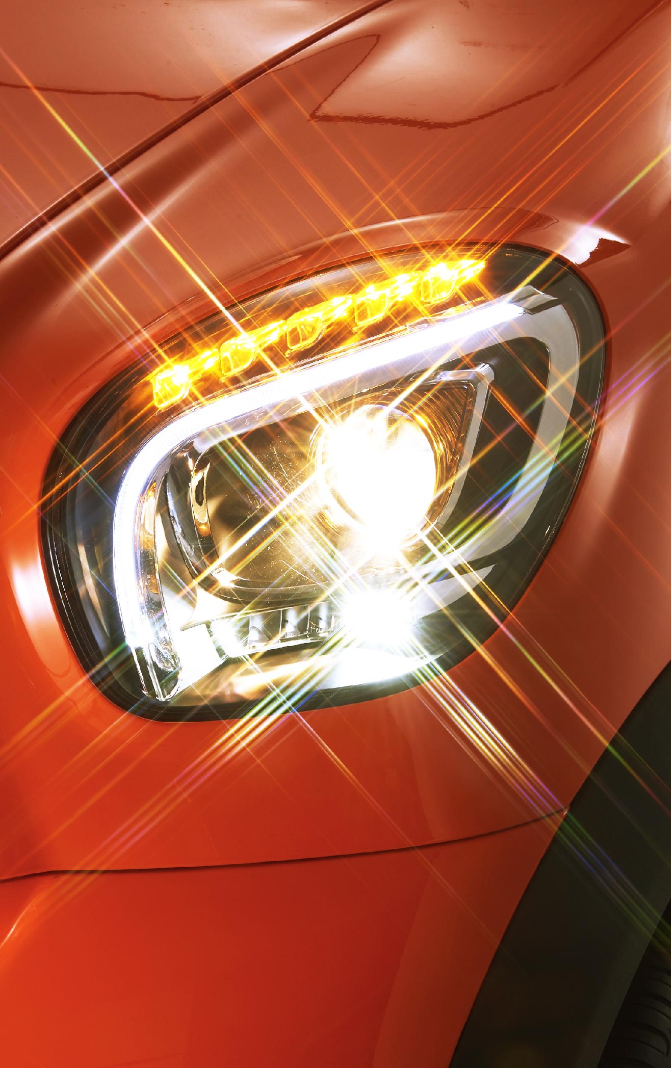 LED转向灯,位置灯<br>透镜式大灯组成的一体前照灯